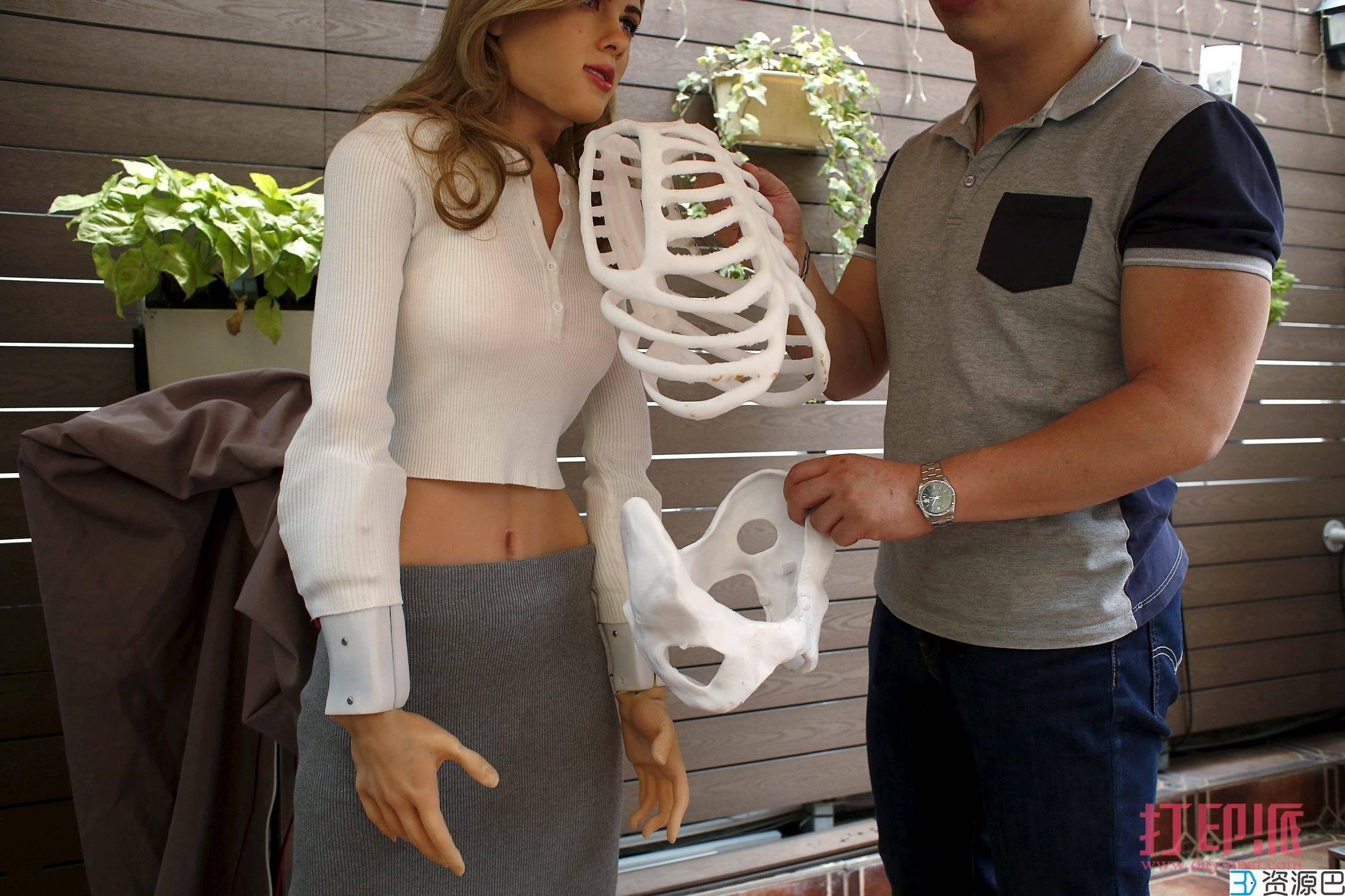 """宅男设计师借助3D打印机,打造""""黑寡妇""""机器人插图9"""